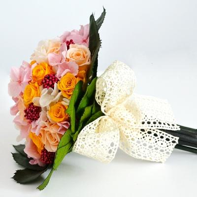 Vintage svadobná kytica zo stabilizovaných ruží