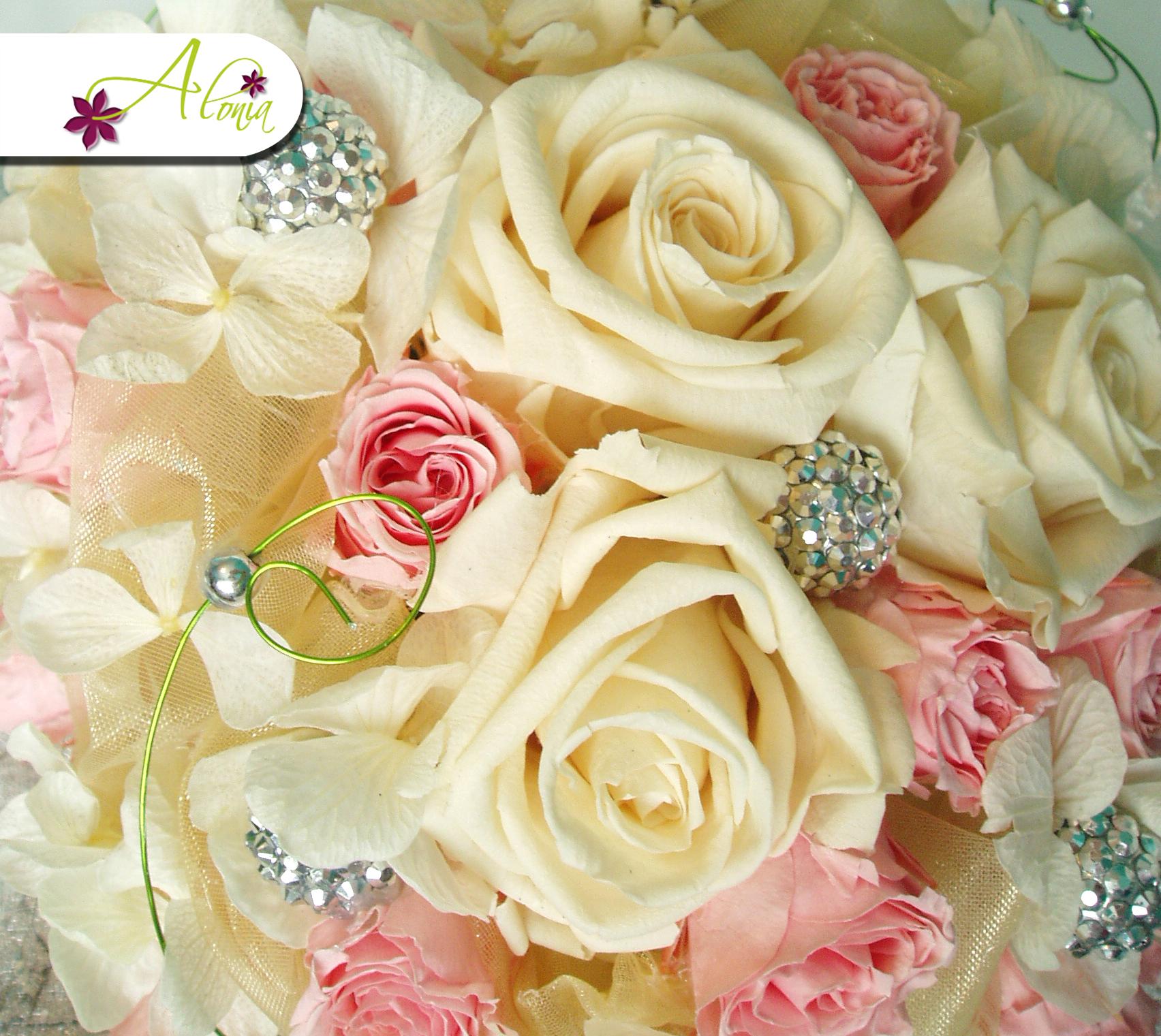 Trvanlivá svadobná kytica zo stabilizovaných ruží